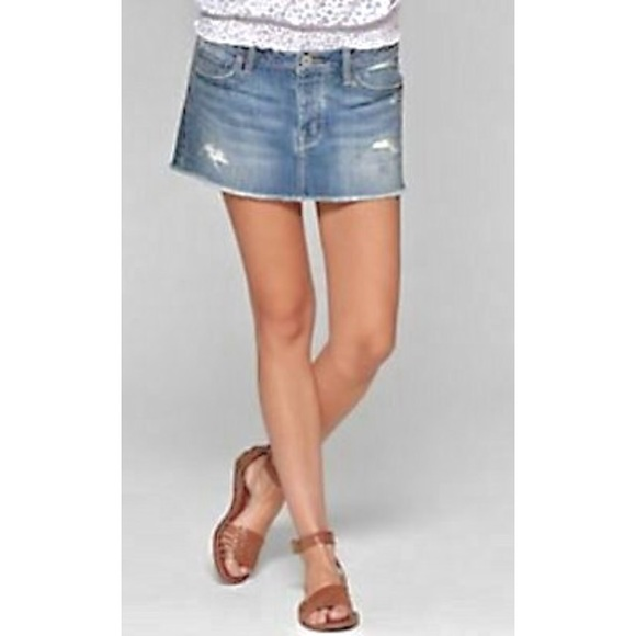 American Eagle Outfitters Dresses & Skirts - American Eagle Distressed Denim Mini Skirt, Size 6